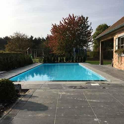 Modern Zwembad plaatsen. Modern zwembad op maat. Aanleg zwembad.