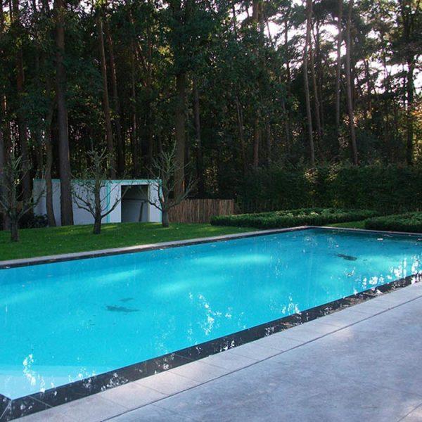 Overloopzwembad plaatsen. Zwembad op maat. Aanleg zwembad.